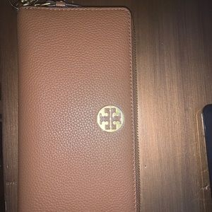 NWT! Tory Burch brown leather wallet/wristlet